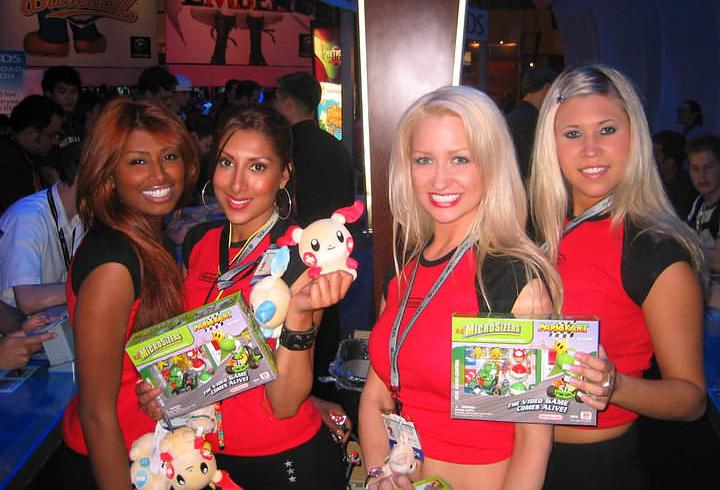 Com modelos sorridentes, Nintendo atrai atenção dos marmanjos na E3 2005