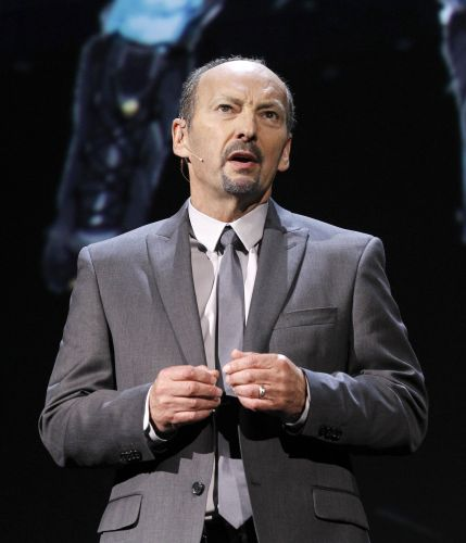 Peter Moore, chefe da divisão de esportes da EA, marca presença no evento da companhia