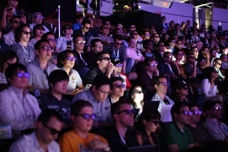 Detalhe da plateia durante conferência pré-E3 da Sony
