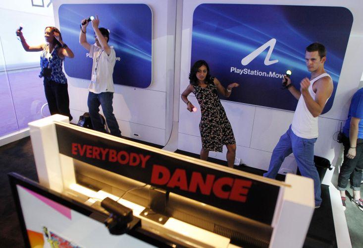 Visitantes testam jogos pra lá de malucos para o PS Move, controle de movimentos do PlayStation 3