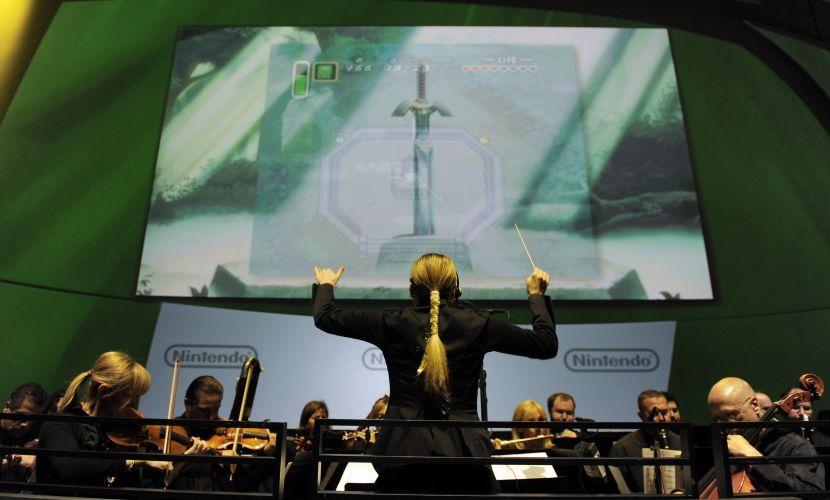 Orquestra executa medley da série