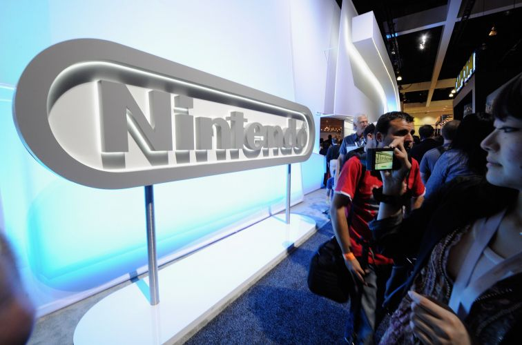 Público faz fila para testar o Wii U, principal novidade da Nintendo na E3 2011