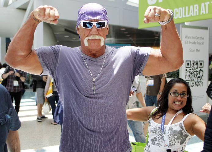 Hulk Hogan mostra que não perdeu a forma em evento para promover seu jogo de kinect