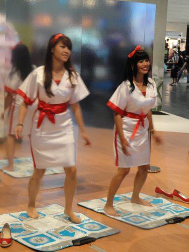 As promotoras mostraram desenvoltura nos jogos de ritmo