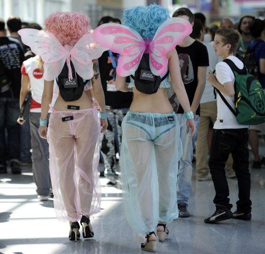 As mochilas estilosas dessas fadas chamaram a atenção dos visitantes