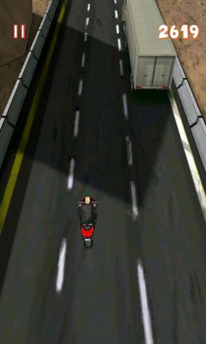 Pegue uma moto e costume o trânsito loucamente em