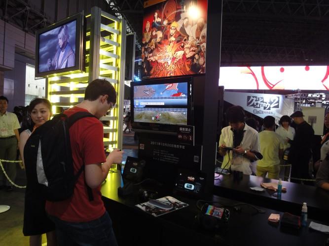 Visitantes testa novo game de Naruto para PSP na Tokyo Game Show