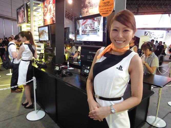 Rígida em seus protocolos, nem todas as promotoras da Sony quiseram se deixar fotografar, mas algumas foram simpáticas