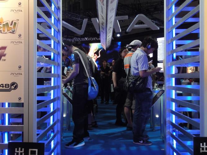 A Sony mostrou mais de 30 jogos para o portátil PlayStation Vita, que sai em 17 de dezembro no Japão
