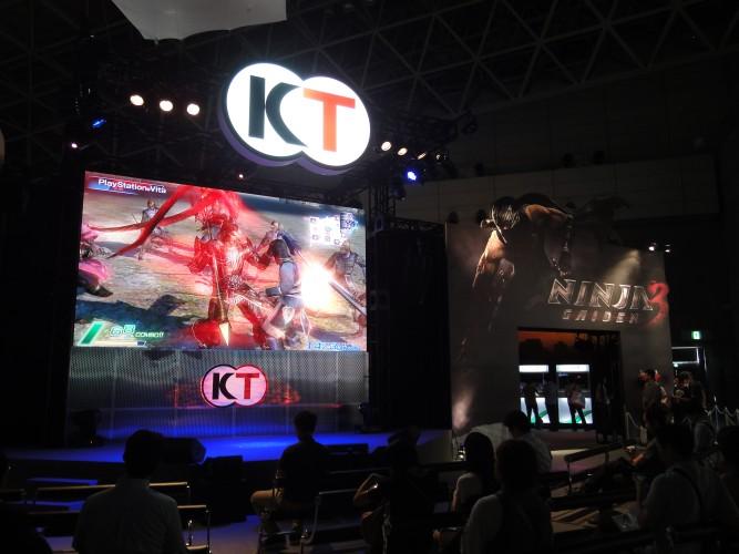 No telão, Koei Tecmo mostrou suas principais novidades na Tokyo Game Show