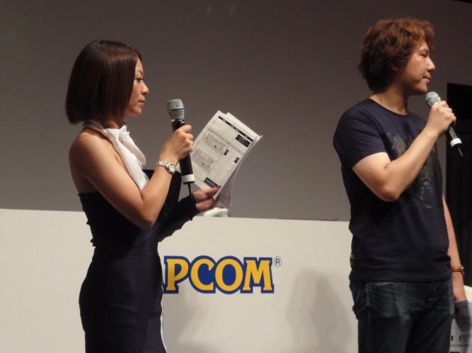 No palco, equipe da Capcom apresenta
