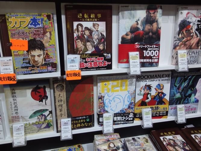 Em local separado, a Capcom também mostrou seu catálogo de publicações, na maioria delas livro de arte de suas franquias famosas