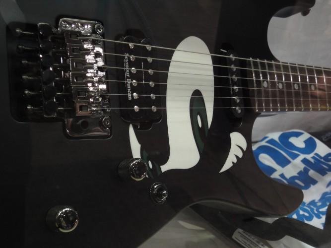 Comemorando seus 20 anos, Sonic foi tema de uma edição especial de guitarra fabricado pela ESP