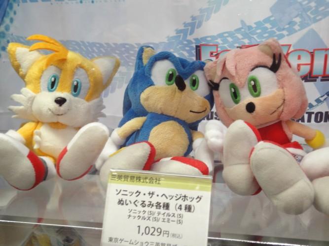Sonic e seus amigos aparecem em forma de bonecos de pelúcia