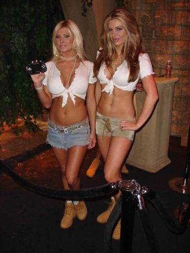 Lindas garotas esbanjam charme e simpatia no estande da THQ de 2005