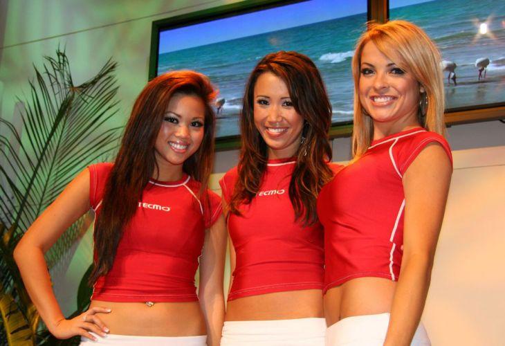 Garotas da Tecmo fazem apresentação especial para os visitantes da E3 2006