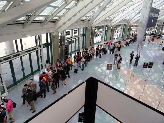 Jornalistas fazem fila para garantir entradas antecipadas nas conferências da E3