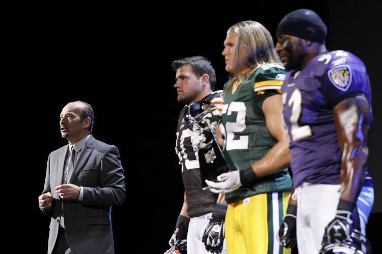 Jogadores profissionais de futebol americano aparecem em conferência pré-E3 da EA