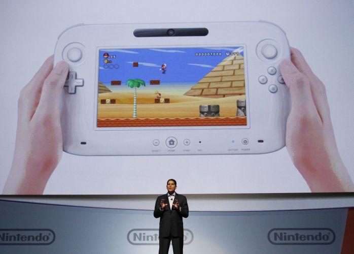 Reggie Fils-Aime, executivo americano da Nintendo, fala sobre o controle do Wii U, que apresenta uma tela de toque