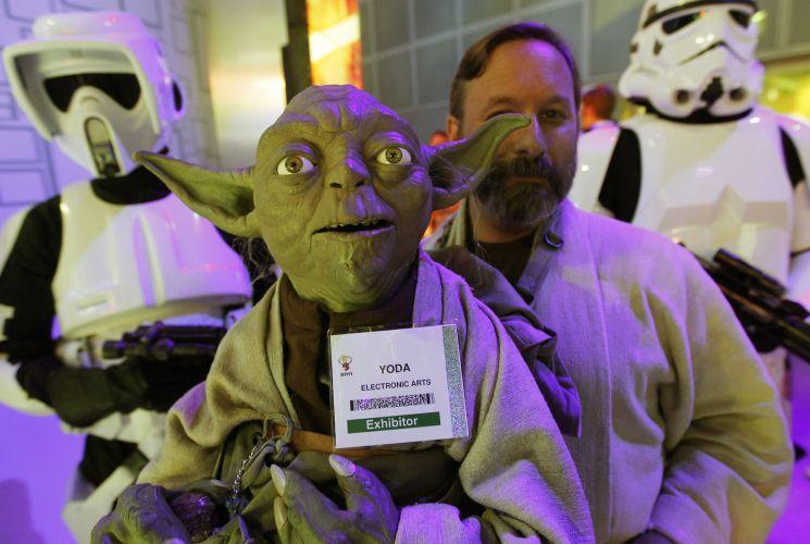 Nem Yoda aguentou a hype e conseguiu, além de crachá de expositor, escolta imperial