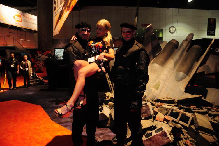 Pelo visto, militares sabem mesmo se divertir em feiras de games...