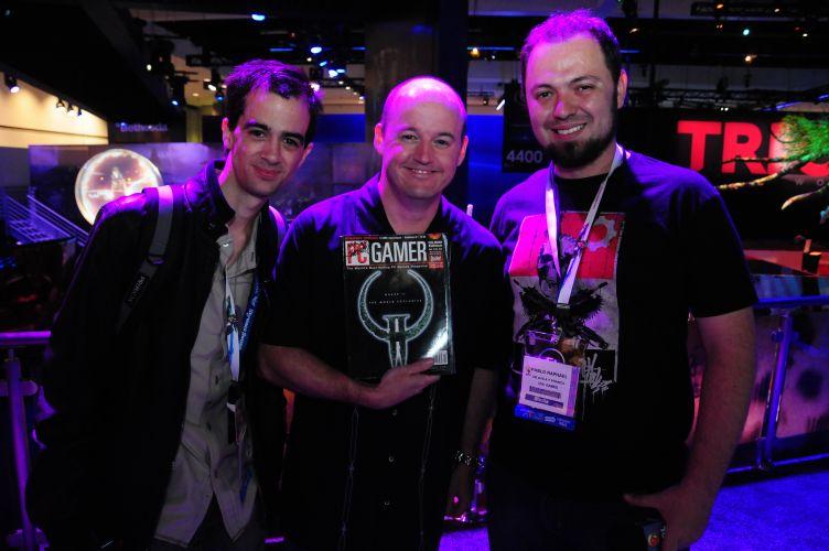 Pablo Raphael faz amizade com Thimothy Willits (centro), um dos produtores do lendário