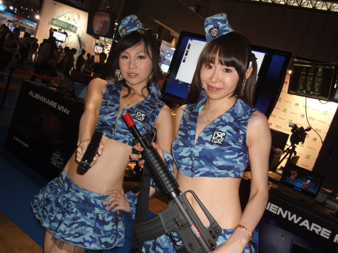 Promotoras mostram suas armas na Tokyo Game Show de 2011